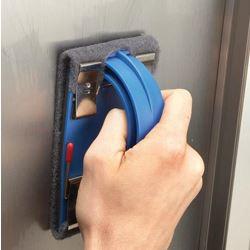 Metalen deur schuren